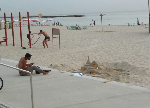 sand-art-tel-aviv-beach-2